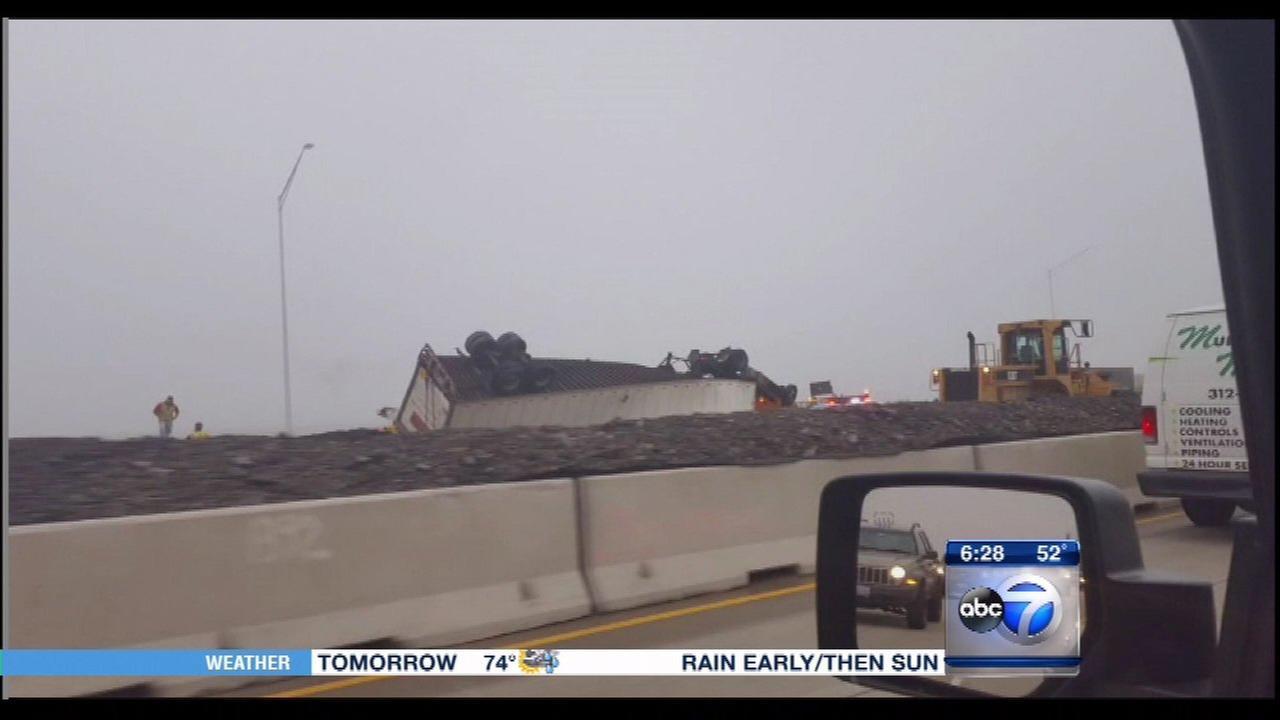 Rollover semi causes delays on I-90 in Hoffman Estates