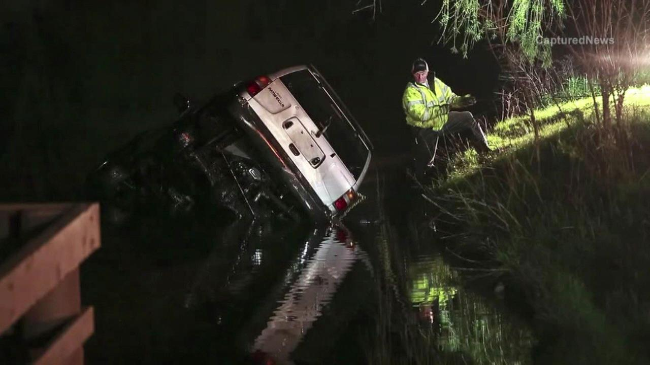 Driver crashes into Zion pond