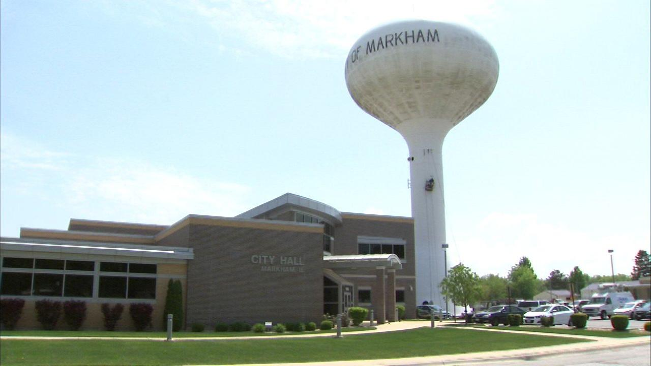 Markham residents line up at City Hall to prevent water shutoff