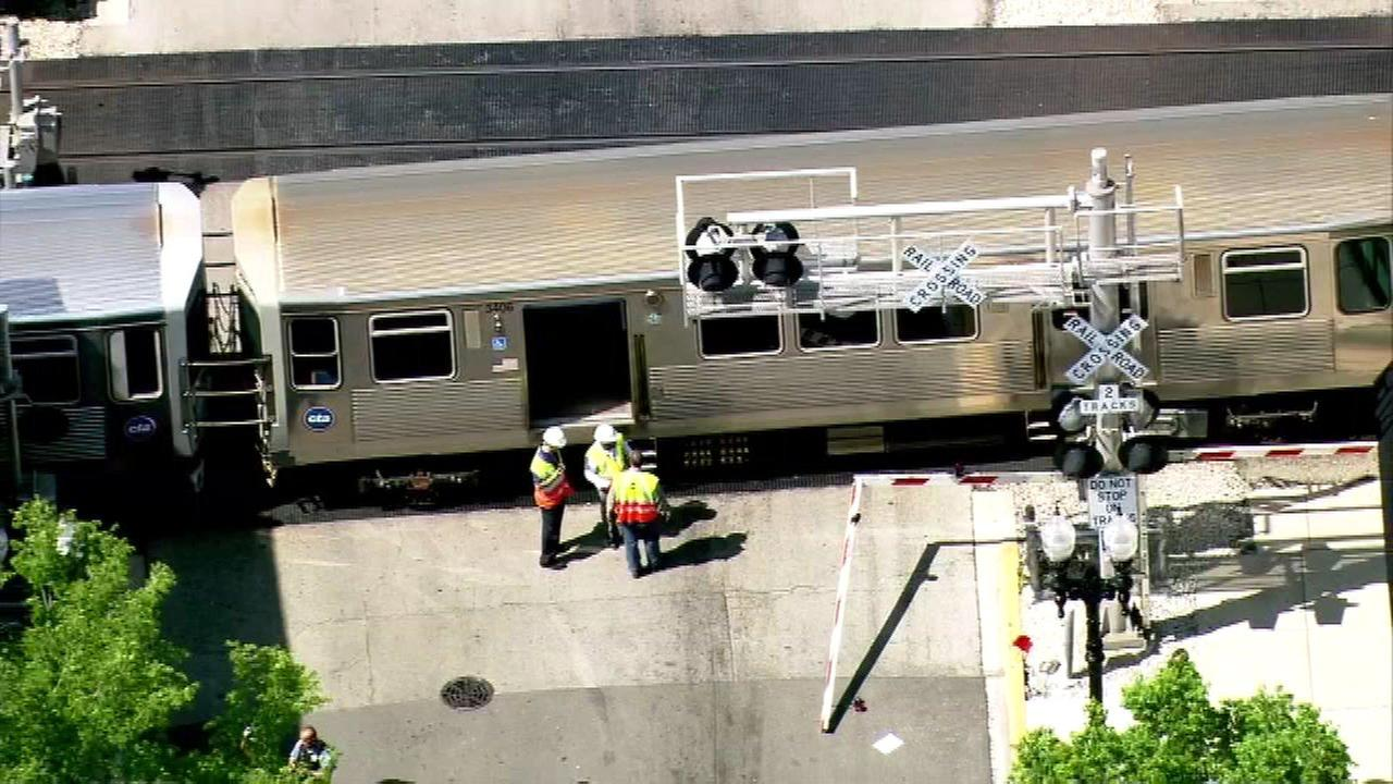 Brown Line strikes vehicle at Rockwell
