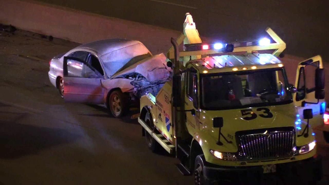 2 injured in Dan Ryan tow truck crash