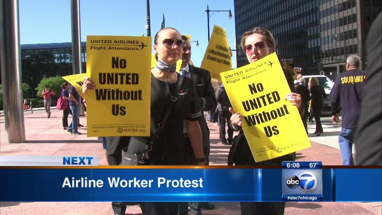 United employees protest at shareholders meeting