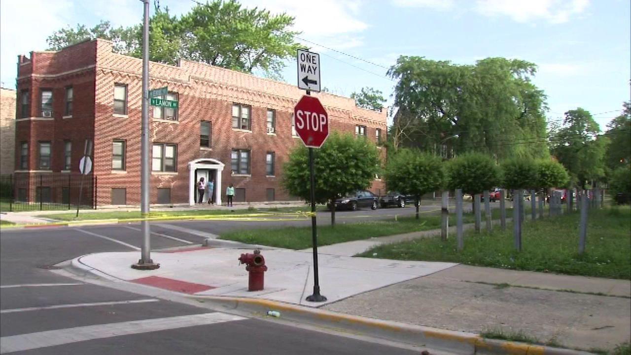 Man shot in front of elementary school on West Side