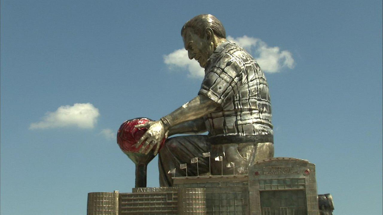Donald Stephens statue unveiled in Rosemont