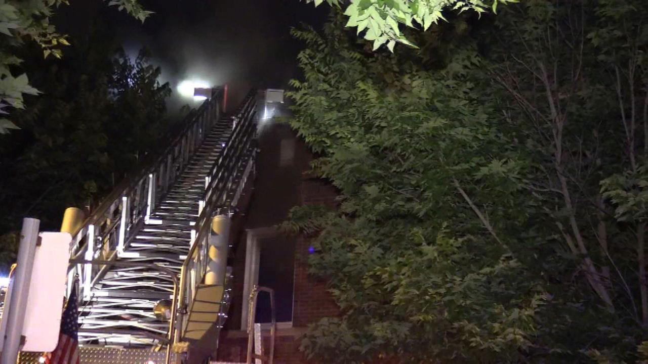 2 hurt, 23 displaced in Auburn Gresham apartment fire