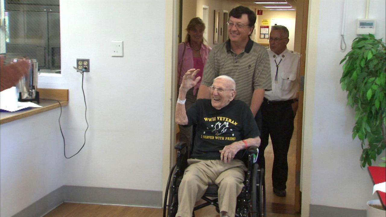 World War II veteran celebrates 105th birthday in Chicago