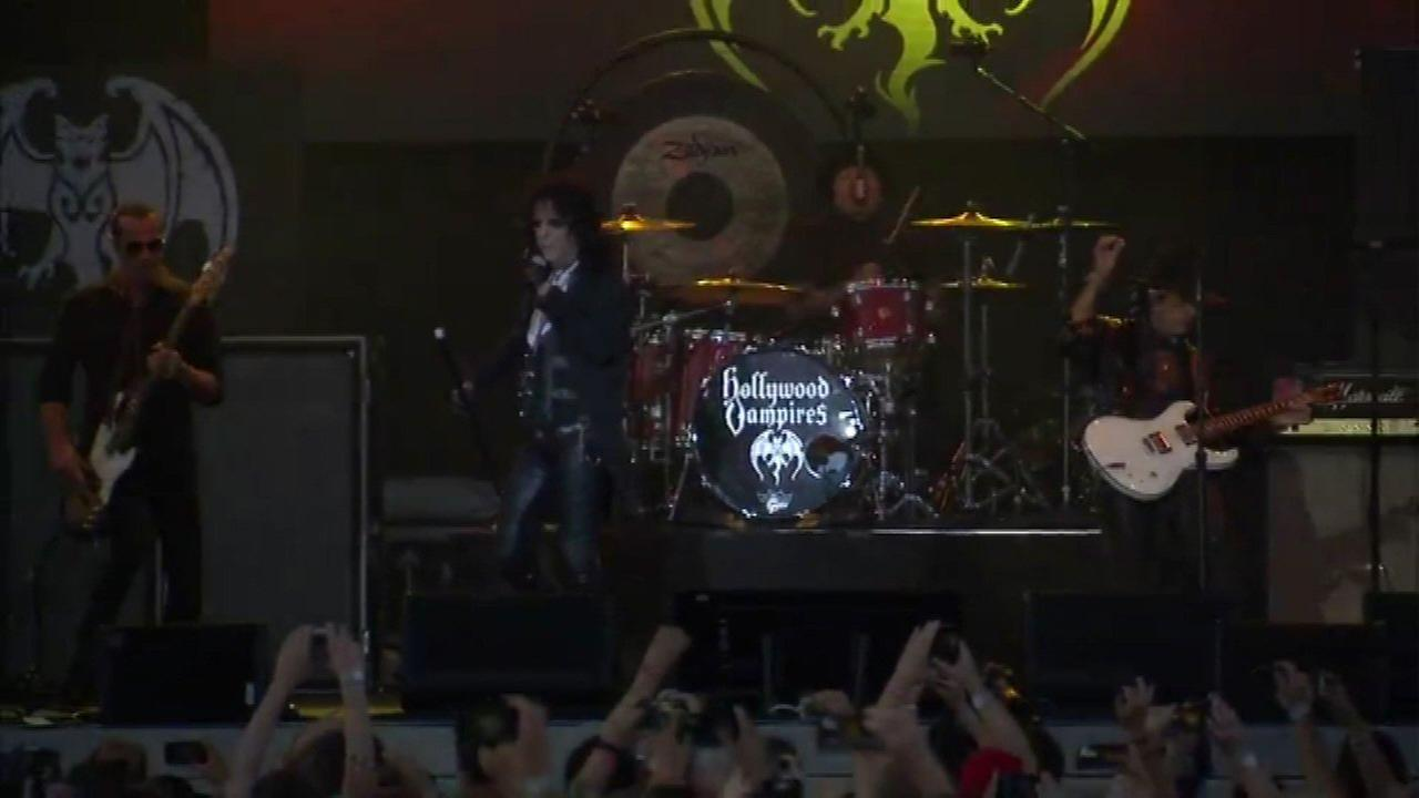 Hollywood Vampires perform in Aurora