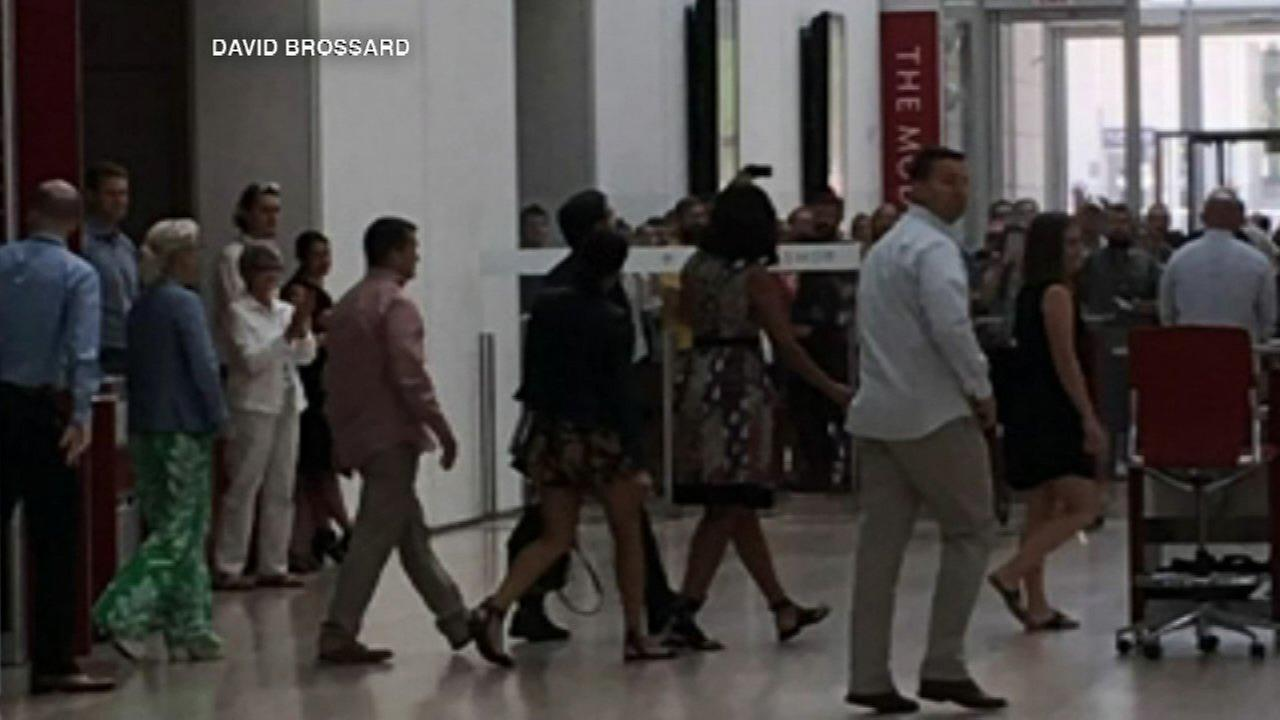 Michelle, Malia Obama visit Art Institute of Chicago