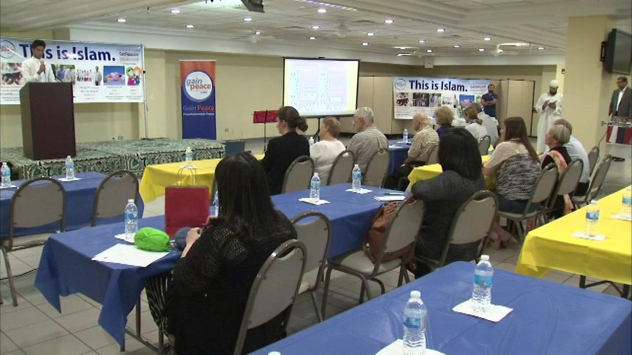 An open house was held Saturday at the Islamic Foundation of Villa Park.
