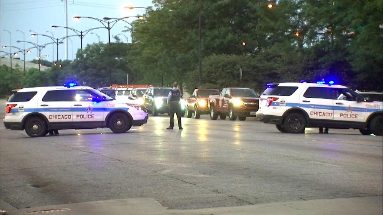 2 shot at red light on Chicago's South Side
