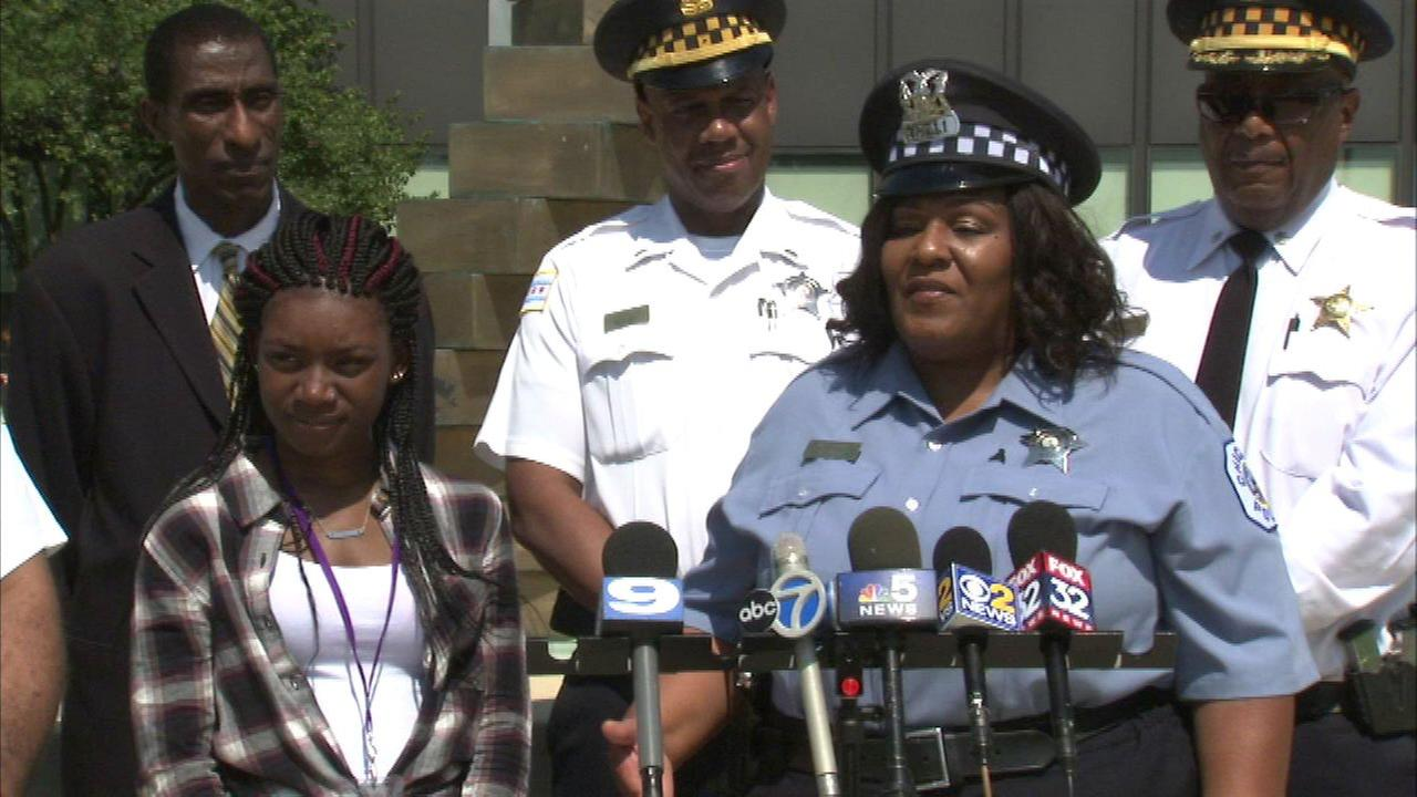 Young mother credits CPD officer for helping her start college