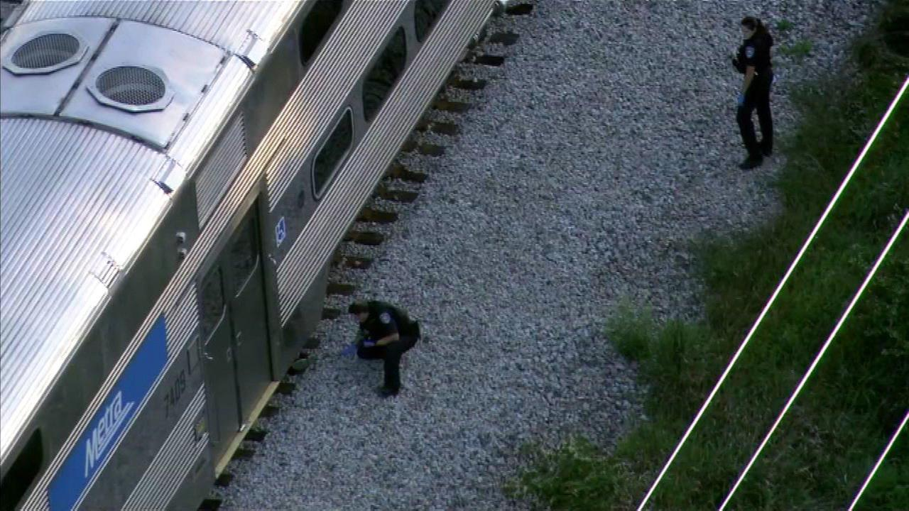 Metra SW trains moving again after pedestrian fatally struck in Oak Lawn