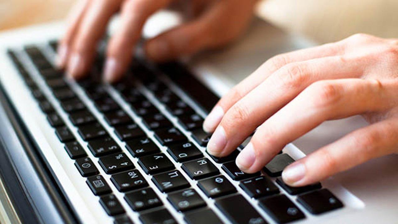 Novelist runs into fiery home for laptop