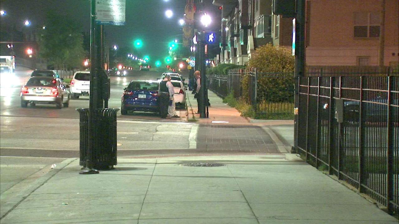 Man fatally shot at Near West Side stoplight
