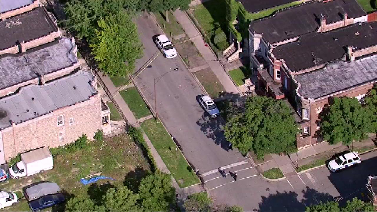 1 dead, 1 injured in East Garfield Park shooting near Monroe, Hamlin