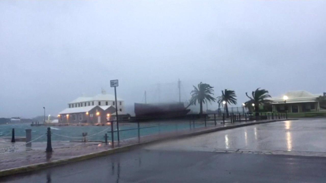 Hurricane Nicole pummels Bermuda with wind, then spins away