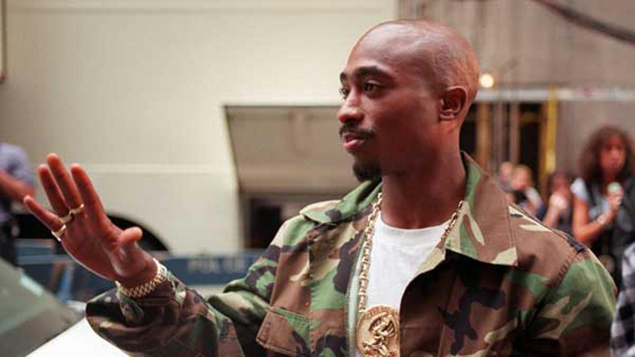 Rapper Tupac Shakur arrives at New Yorks Radio City Music Hall, Wednesday, Sept. 4, 1996.