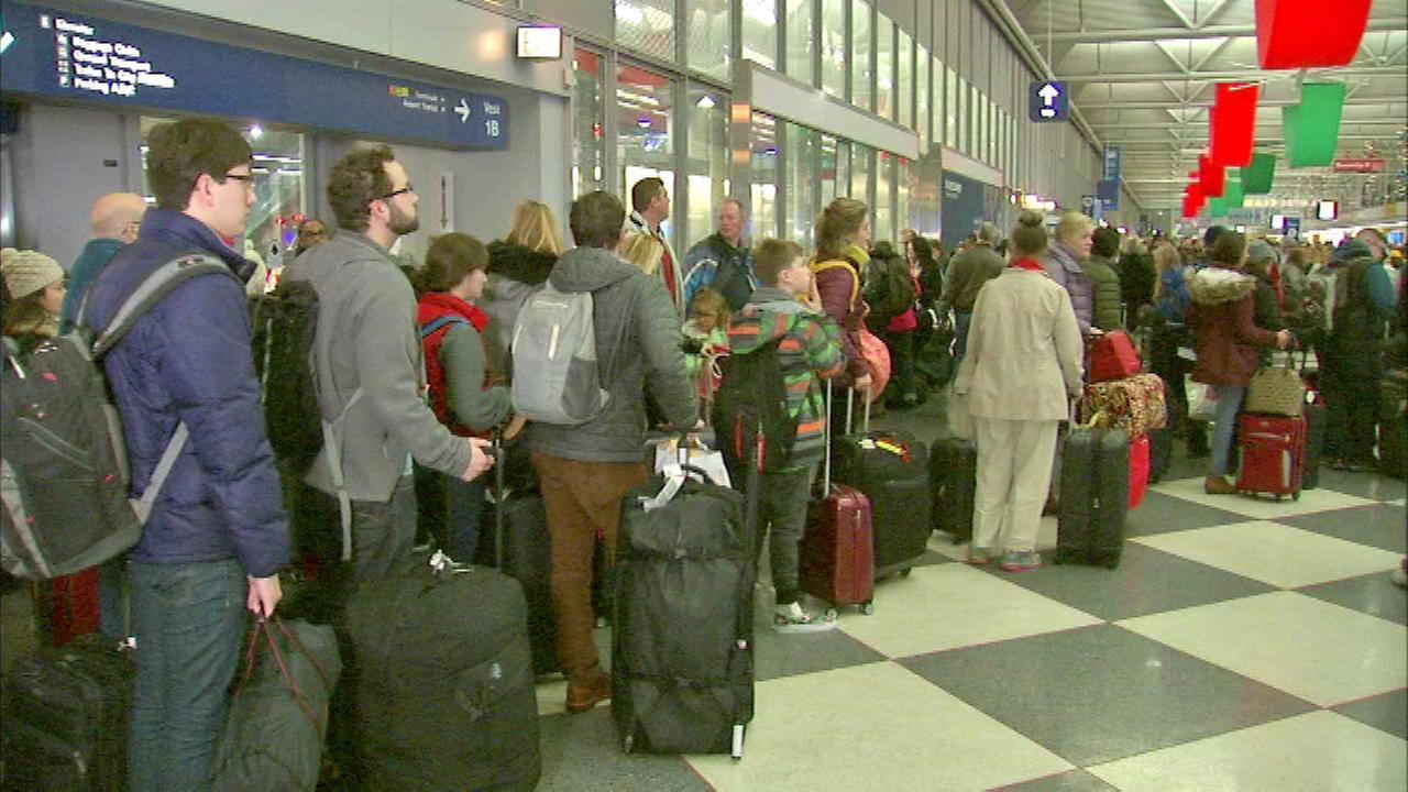 Chicago airports' busiest days were summer weekdays in last year