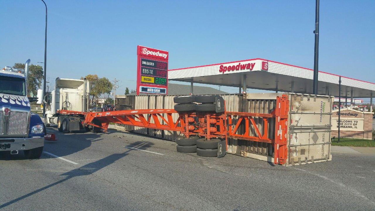 Bridgeview truck rollover causes traffic snarl