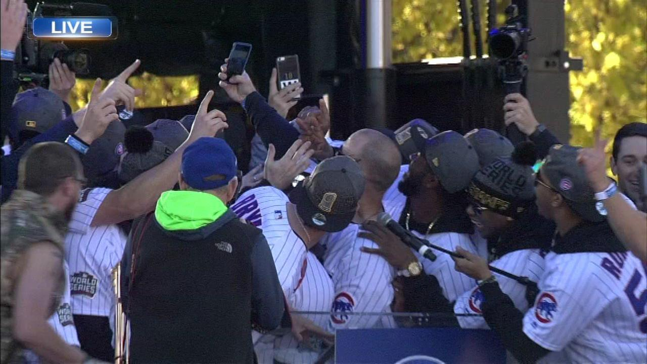 Cubs take a selfie on stage