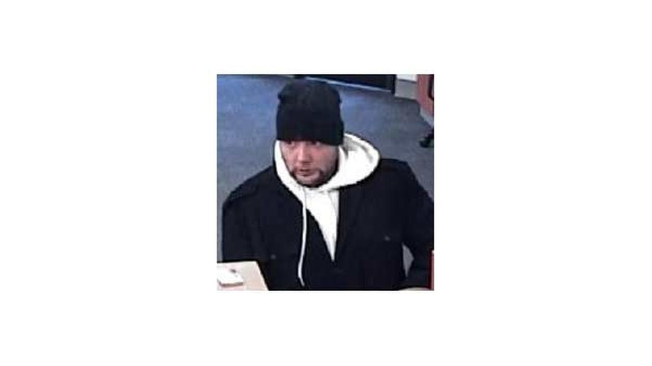 Man robs Norwood Park PNC Bank