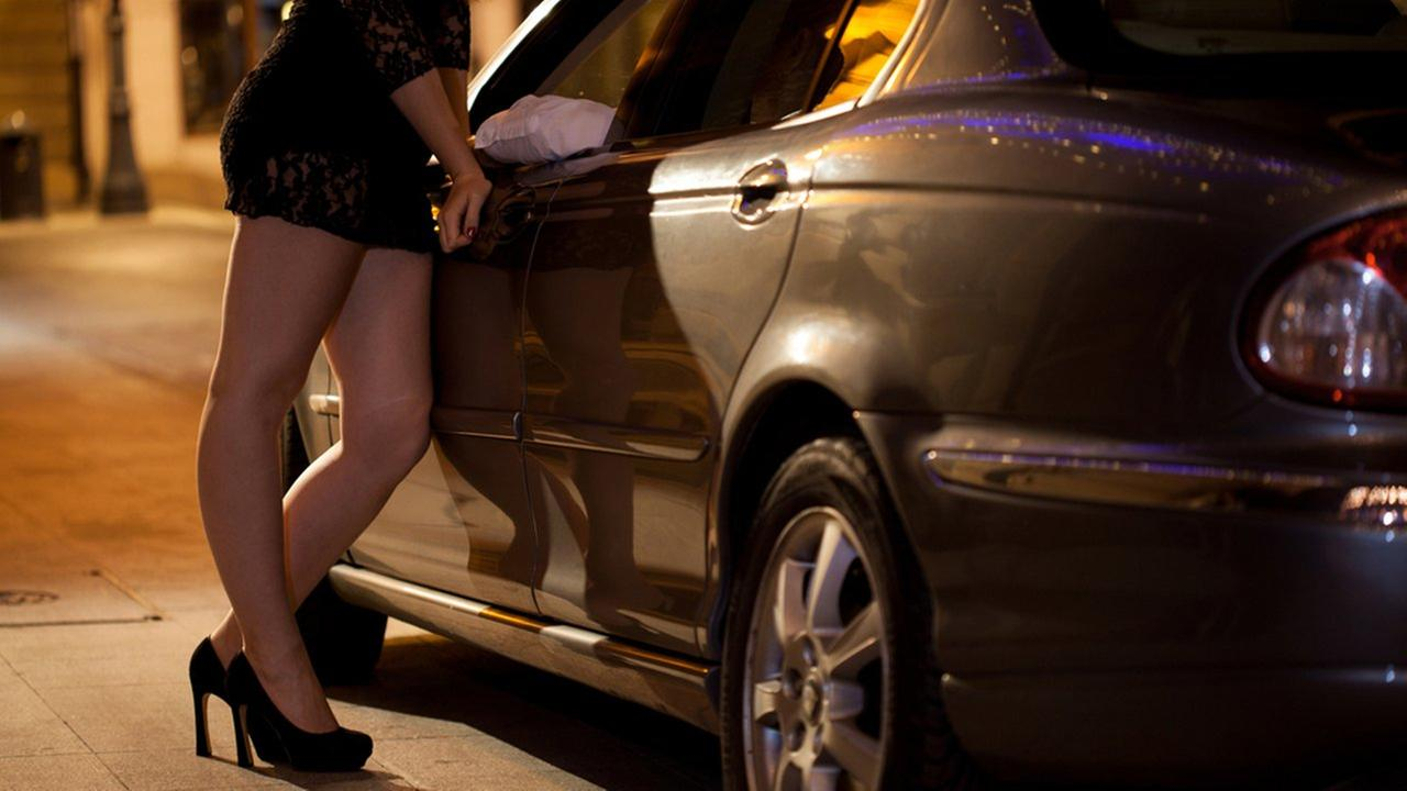 Homeowner's sign to prostitutes: 'Do not walk by this house'