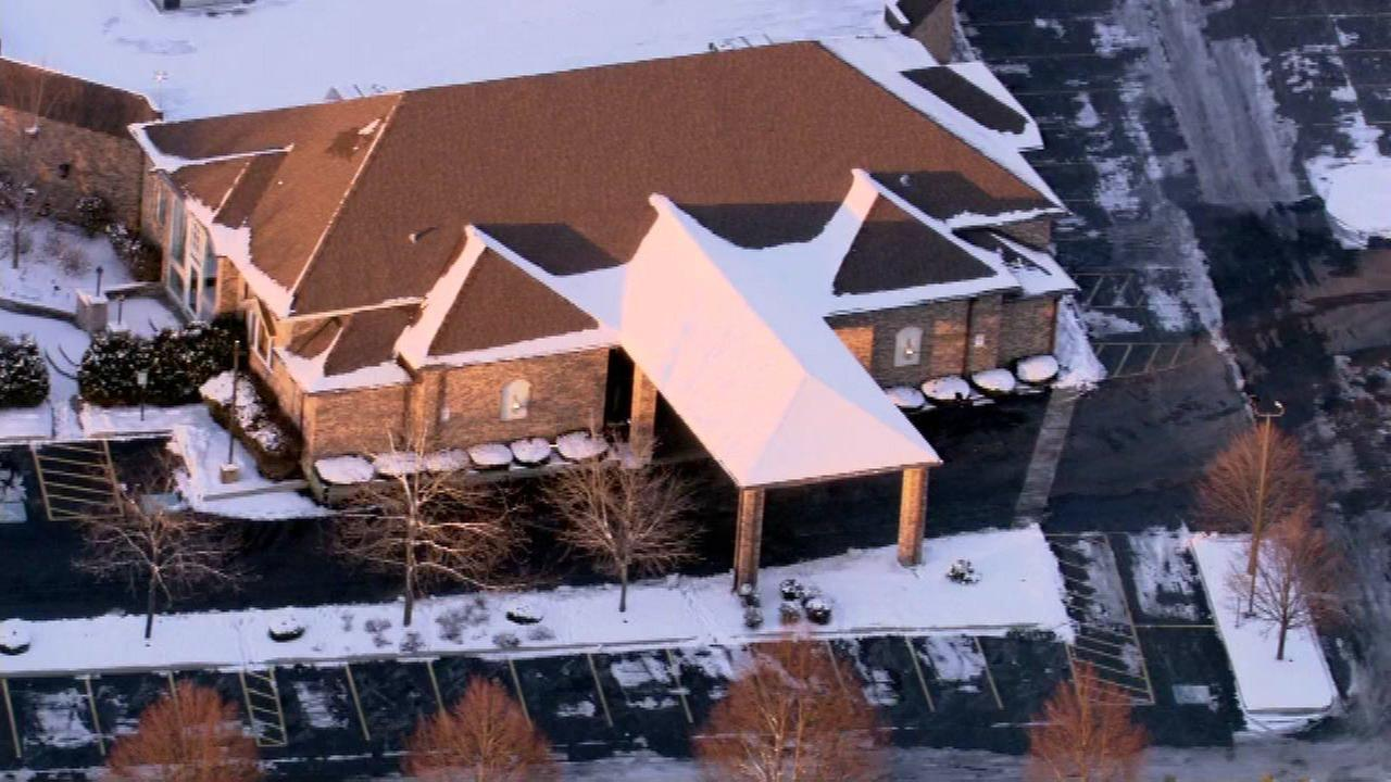 After dozens sickened with possible norovirus, Orland Park banquet hall voluntarily shuts down to allow crew to clean facility