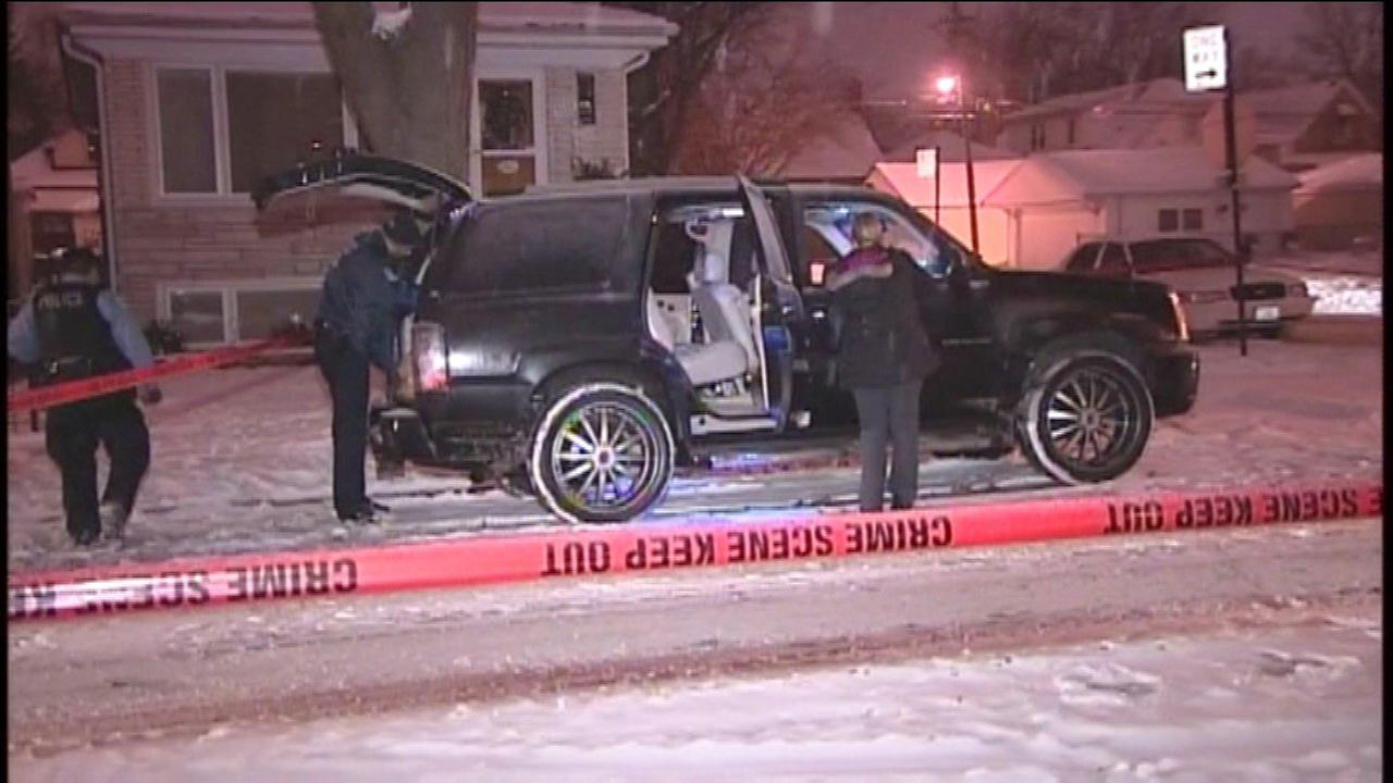 Chicago police investigating a fatal shooting on the Northwest Side Friday night.