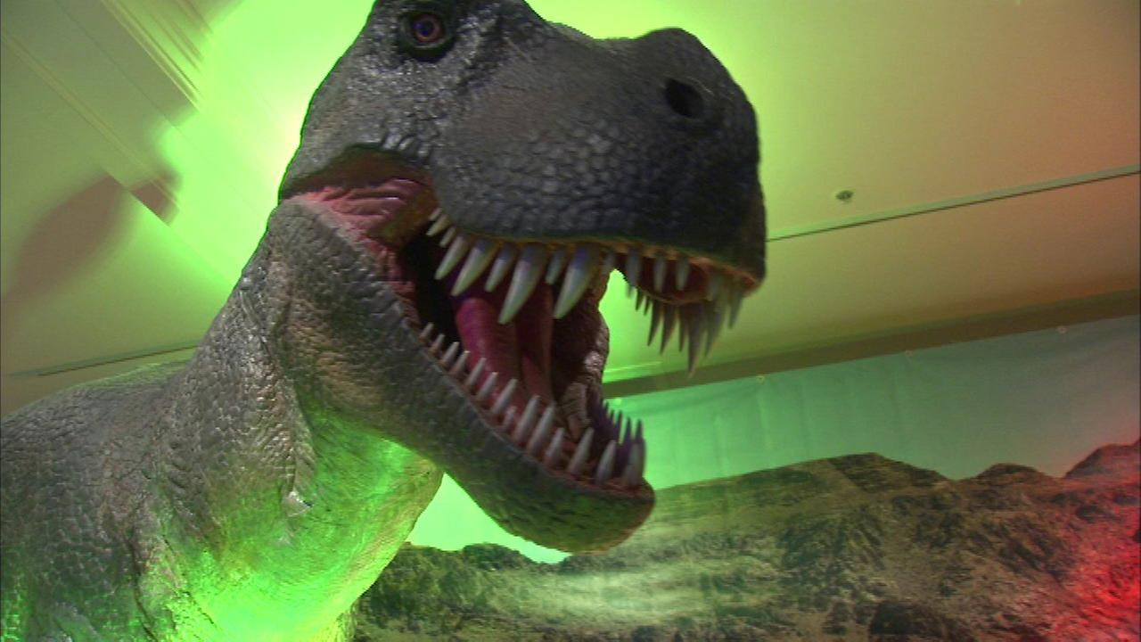 Dinosaur exhibit takes over Northbrook Court