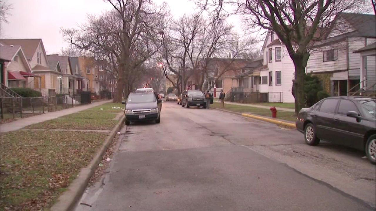 Postal truck driver robbed in South Chicago