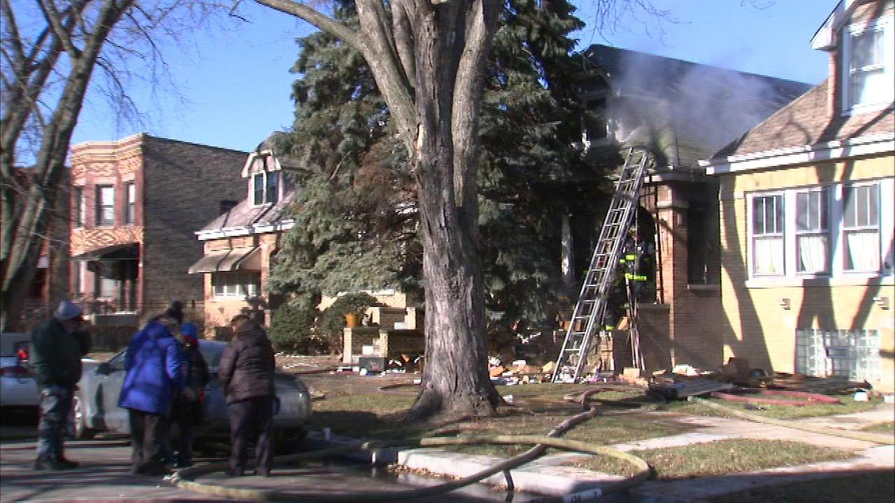Northwest side bungalow fire spreads to second house