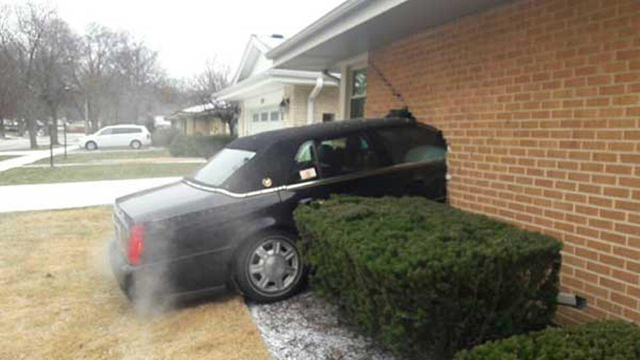 Car crashes into Park Ridge home