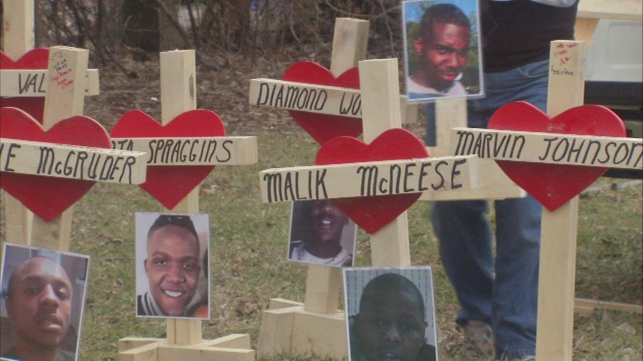 Aurora man makes crosses for 2017 Chicago fatal shooting victims