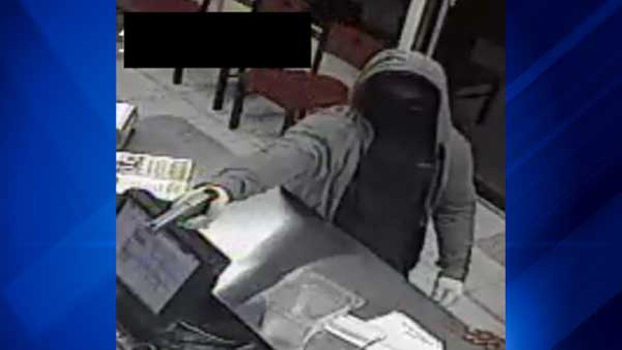 Papa John's robbed at gunpoint in Waukegan