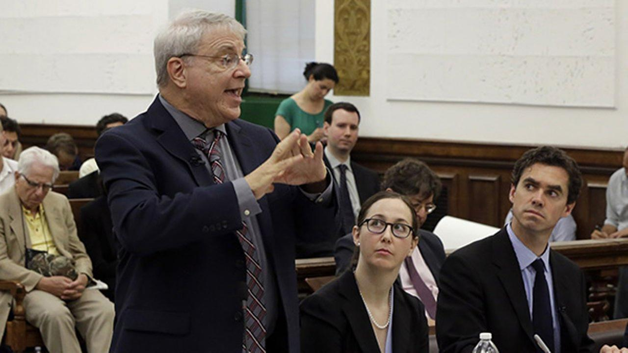 Steven Wise, president of the Nonhuman Rights Project, left, present his arguments in Manhattan State Supreme Court, in New York, Wednesday, May 27, 2015.