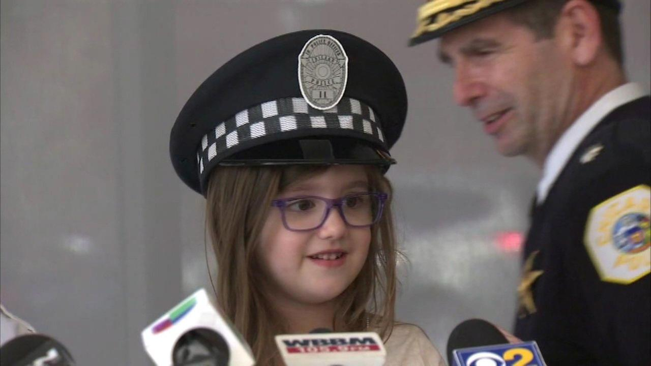 4-year-old girl honored after calling 911 to save mom's life