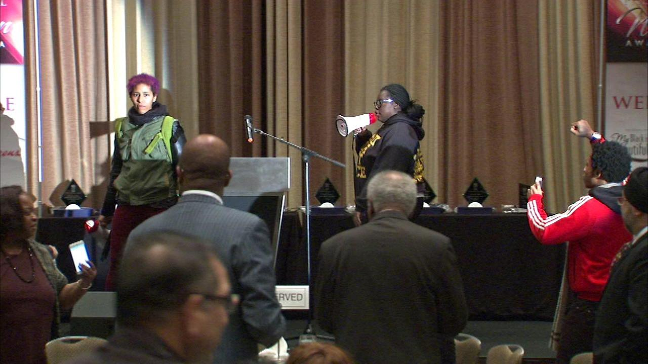 A protest over the Laquan McDonald police shooting interrupted the state of a dinner honoring black women Thursday night.