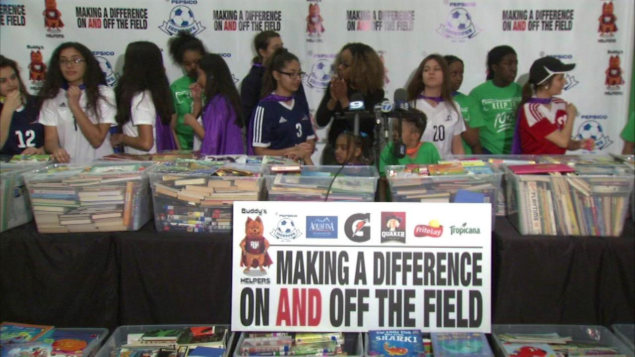 Female athletes from Chicago high schools donate books to elementary school