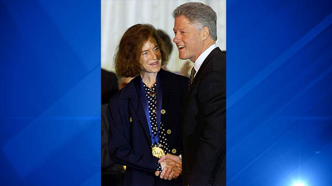 Martha Lavey, artistic director and a member of Chicagos Steppenwolf Theatre Company, accepts the 1998 National Medal of Arts Award for the group from President Clinton.
