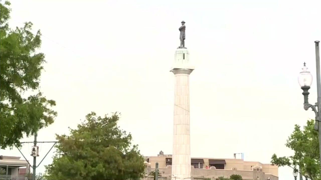 A monument to Confederate general Robert E. Lee.