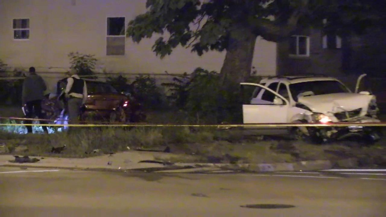 2 killed in crash with SUV fleeing Chicago officers
