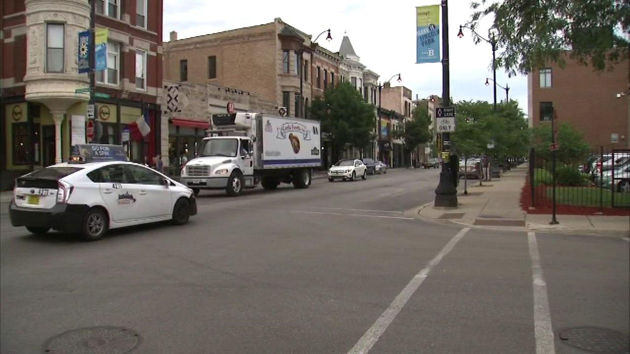 Police: Woman carjacked by teen in Lincoln Park