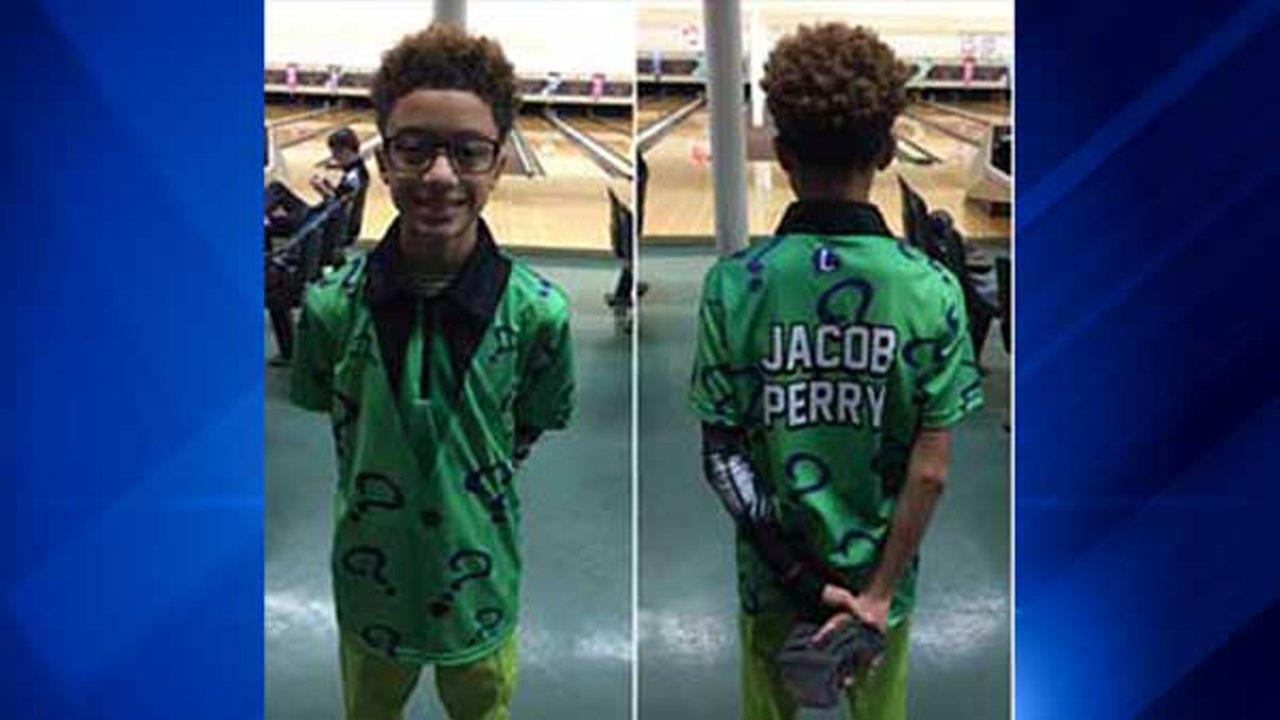 Jacob Travis Perry, 13, wins Bowlers Choice Award for Epic Swag at 2017 Junior Gold Championship.Travis E. Perry