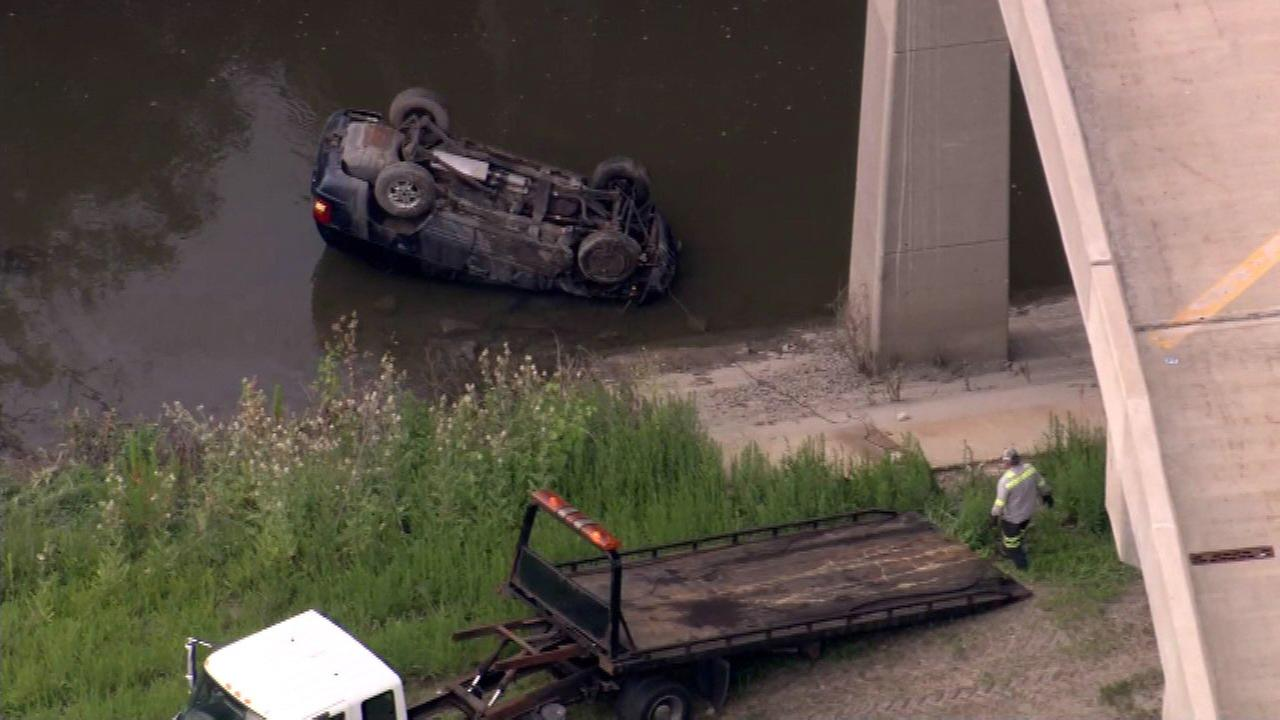 Jeep rolls over on I-90 ramp, plunges into retention pond in Rosemont