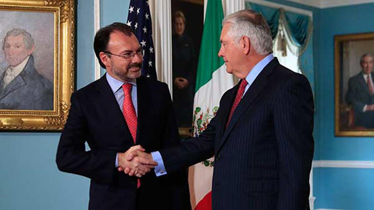 Secretary of State Rex Tillerson shakes hands with Mexicos Foreign Secretary Luis Videgaray Caso, Wednesday, Aug. 30, 2017, at the State Department in Washington.