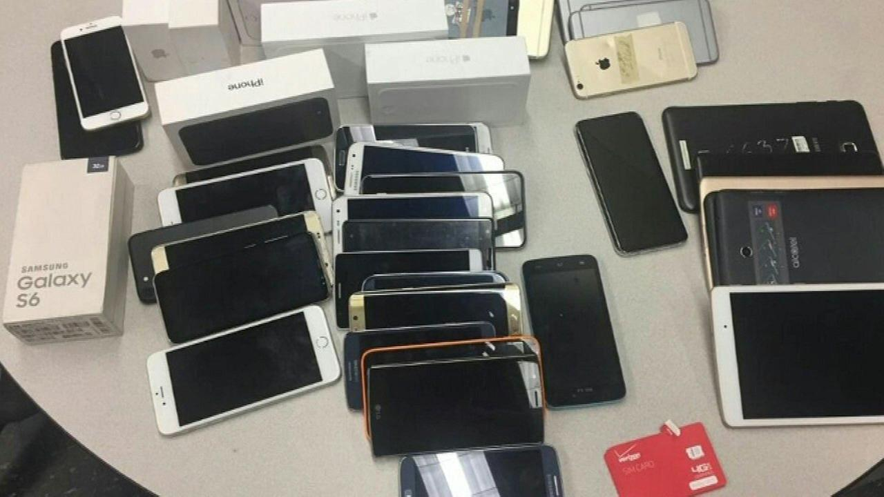 Police: Store sold stolen cell phones