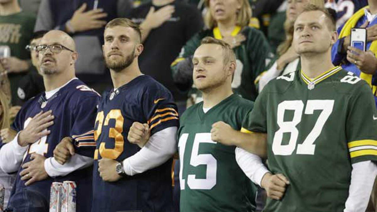 Green Bay Packers, Chicago Bears fans lock arms in unity