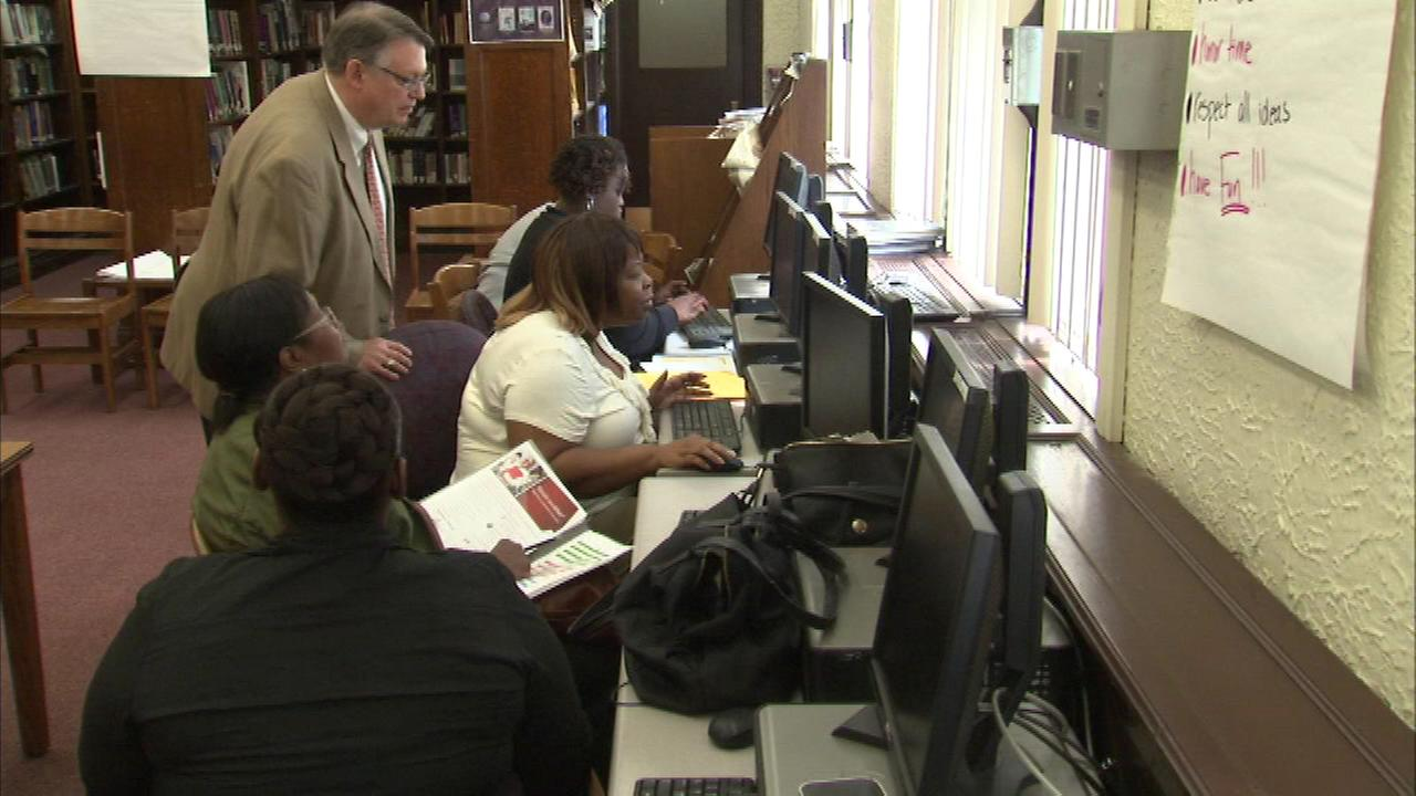 Rep. Bobby Rush hosts job fair, seminars on South Side