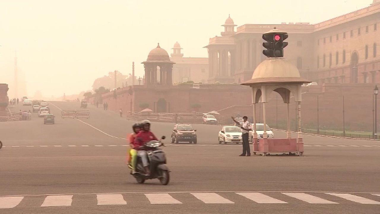 Toxic air in New Delhi compared to smoking cigarettes