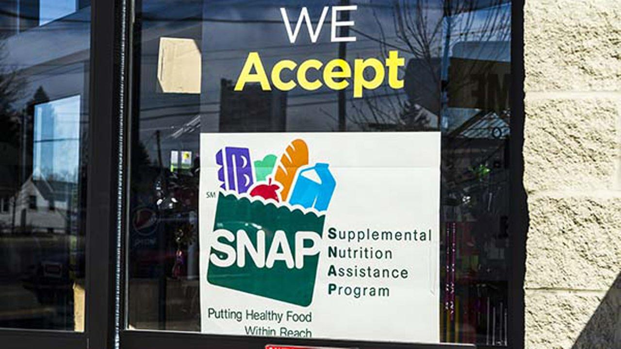 Muncie - Circa March 2017: A Sign at a Retailer - We Accept SNAP II